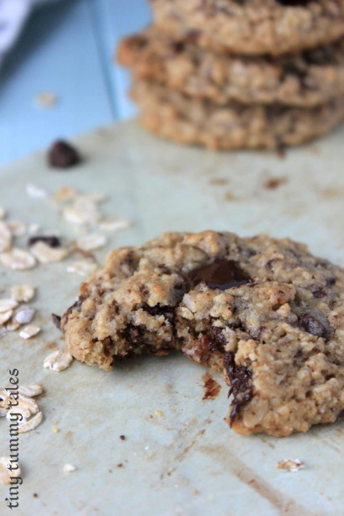 Soft & chewy with crispy edges, these 100% whole grain chocolate chip oatmeal cookies are a delicious snack for healthy kids!