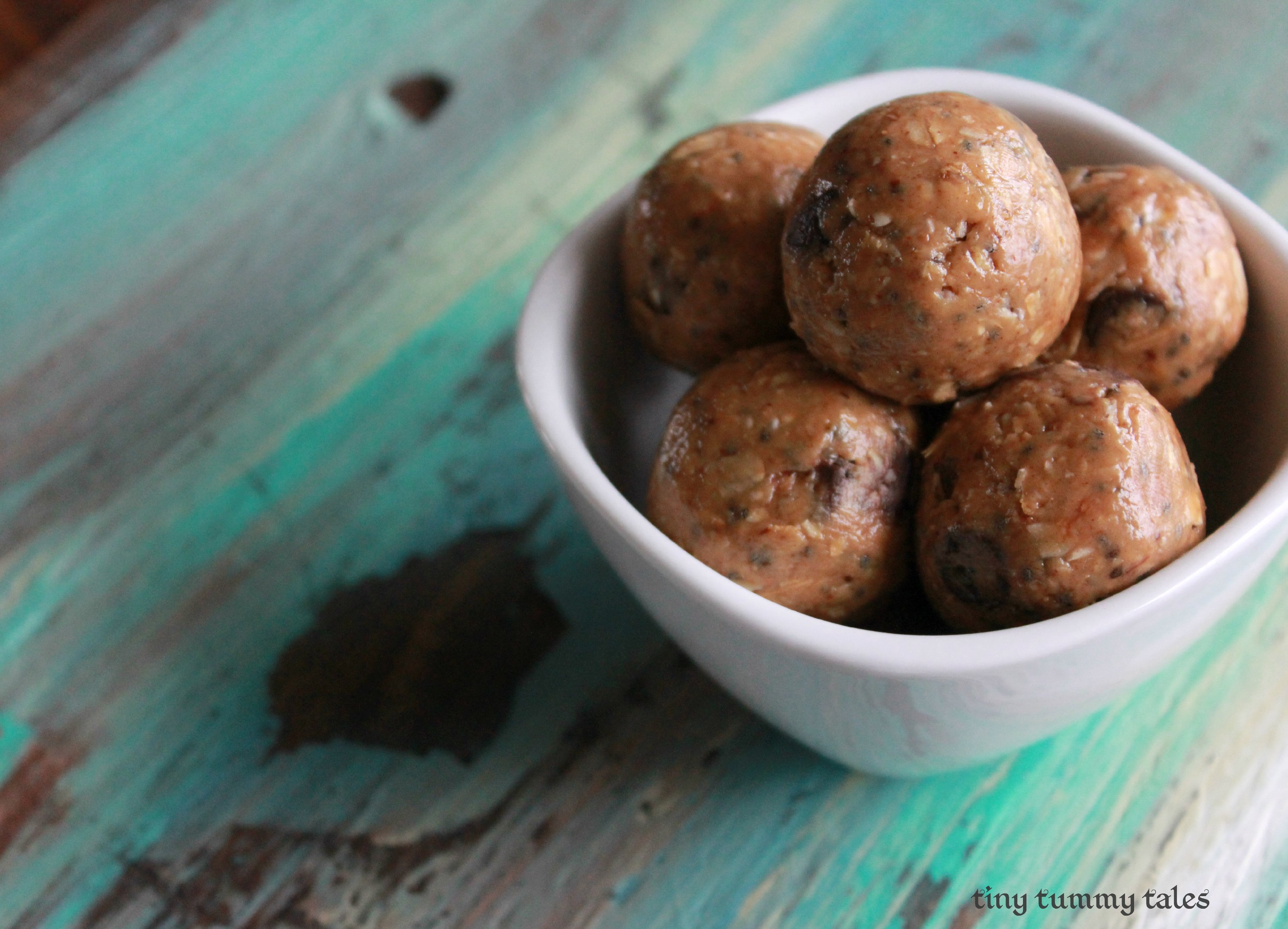 Chocolate peanut butter cup energy bites