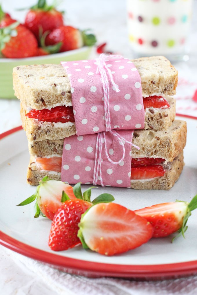 Strawberry cream cheese sandwiches- a fun idea for a kindergarten lunchbox!